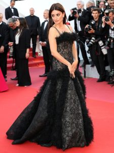 Penelope-Cruz-Chanel-black-gown-2018-Cannes-1