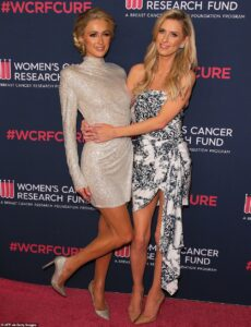 25302990-8054615-Sisters_Another_pair_of_famous_blonds_also_attended_the_benefit_-a-149_1582870437743
