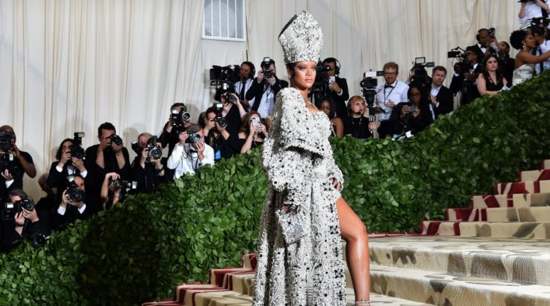 http_cdn.cnn.comcnnnextdamassets180507213251-37-met-gala-red-carpet-rihanna
